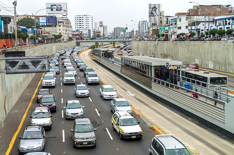 Should Peru implement a fuel economy feebate system?